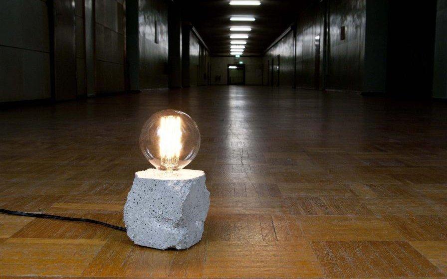Lampada In Cemento Fai Da Te : Bulb lights: scegliere lampade nude da comodino architempore