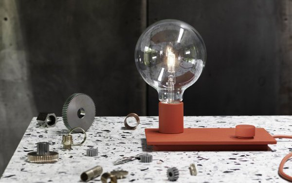 Bulb lights: scegliere lampade nude da comodino