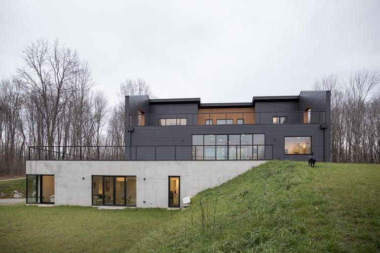 Home tour una villa in stile moderno a misura di bambini for Piani per la casa in stile key west
