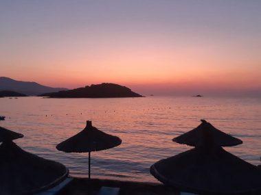 tramonto su una delle spiagge dell'Albania