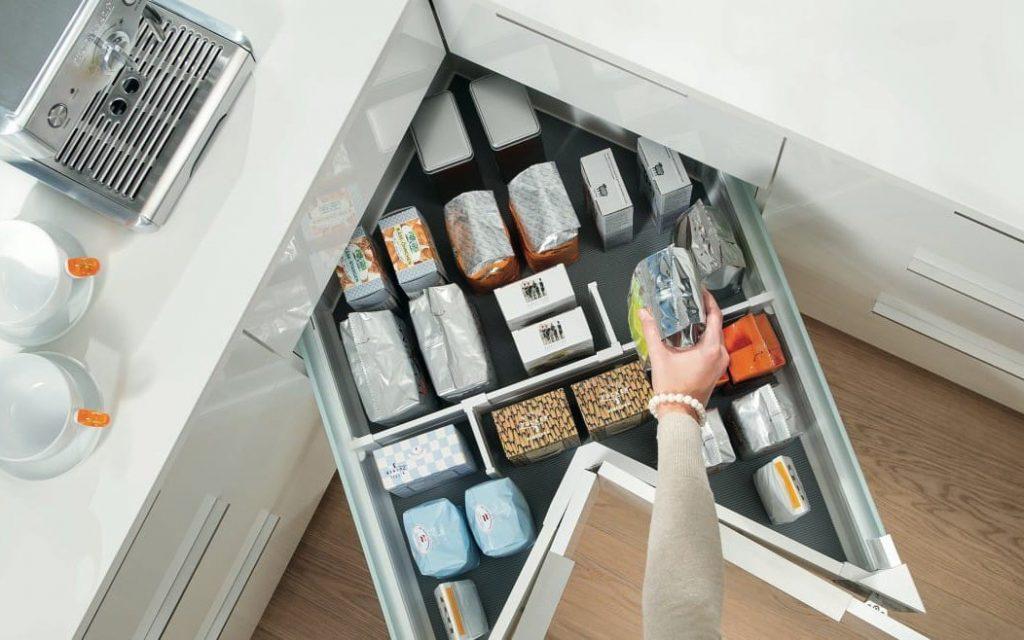 Metodi su come organizzare il ripostiglio della dispensa