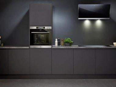 Un modello di forno da incasso in una cucina moderna