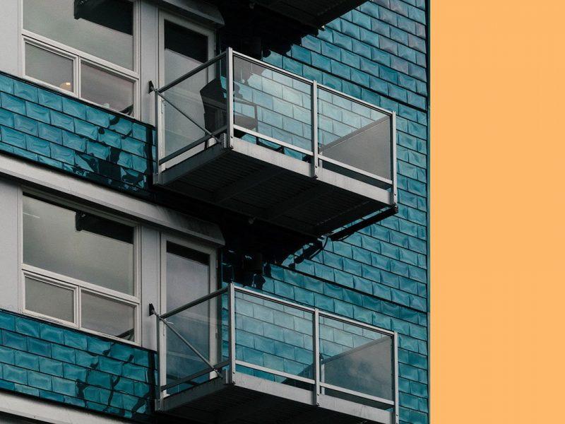 Il balcone di un palazzo in cui effettuare l'impermeabilizzazione