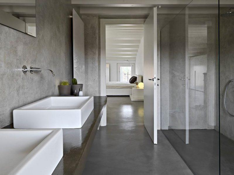 Un bagno in resina dal design moderno e minimale