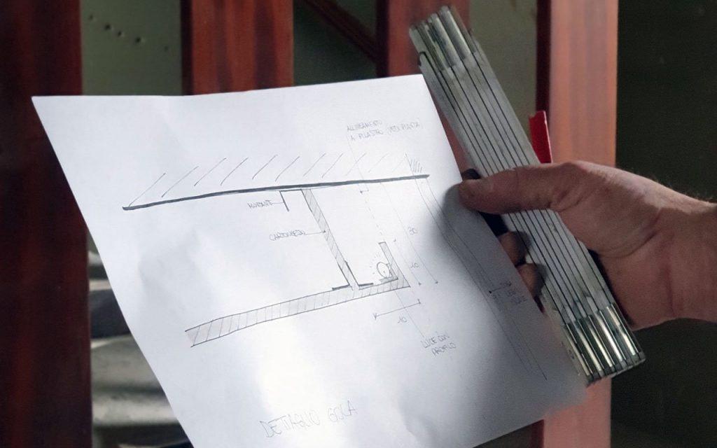 dettaglio illuminotecnico gola di luce in cantiere per progettare un bagno a milano