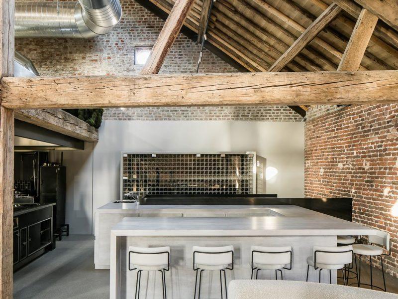 Cafè progettato con Pietra minerale (sinterizzata): come usarla per personalizzare la tua casa