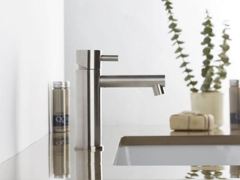 Miscelatori per il bagno: l'eleganza raffinata della collezione Stiriana di Mina